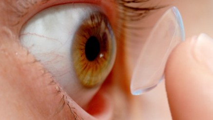 Placing a contact lens in an eye